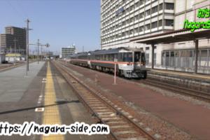 津駅に到着する特急ワイドビュー南紀